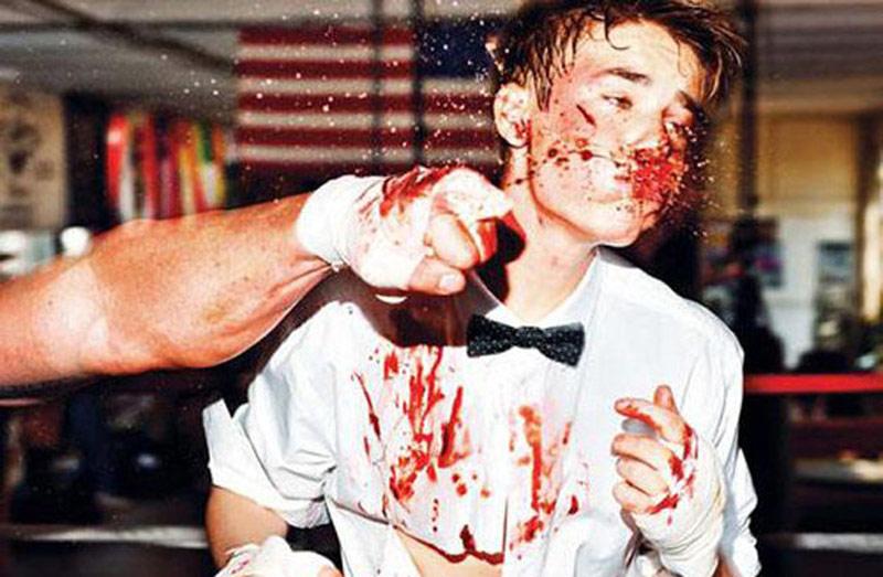 贾斯汀-比伯拳手写真扮硬汉