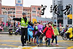 【凤凰看客】走进新特区交警
