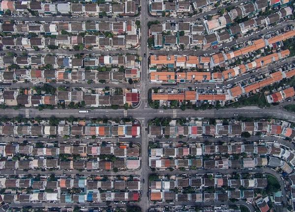 航拍感受不一样的香港:半城苍翠半城楼