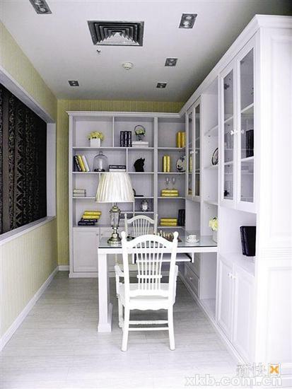 对称设计的书柜中轴定做书台,更省空间