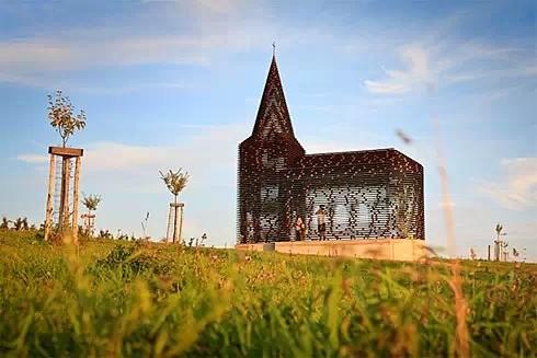 """天啦!比利时竟有座绝美的""""透明""""教堂"""