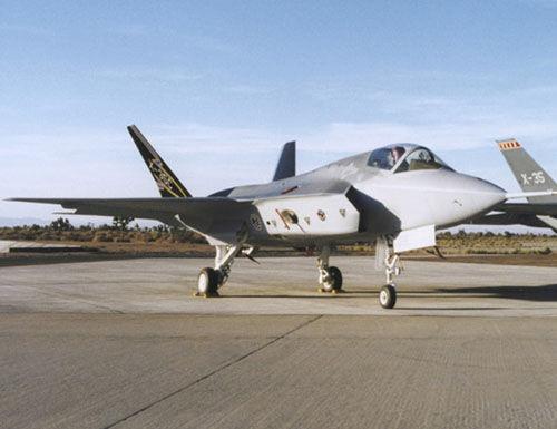 F 35C战机完成新尾钩地面试验 拟10月上航母