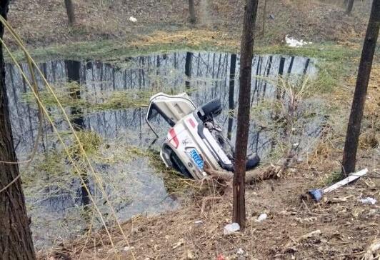 鹿邑县一迎亲车队遇车祸 车上5人全部遇难