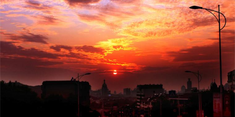 宜居市中 日落夕阳彩云飞