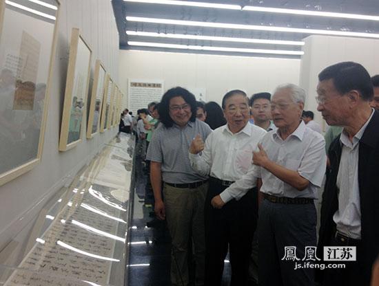 江苏省书法院书法家白鹤书法篆刻作品展在宁开幕