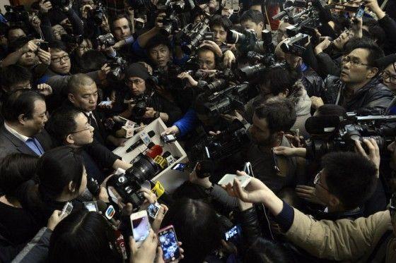 马航失联事件考验社交传播:微博与微信之异