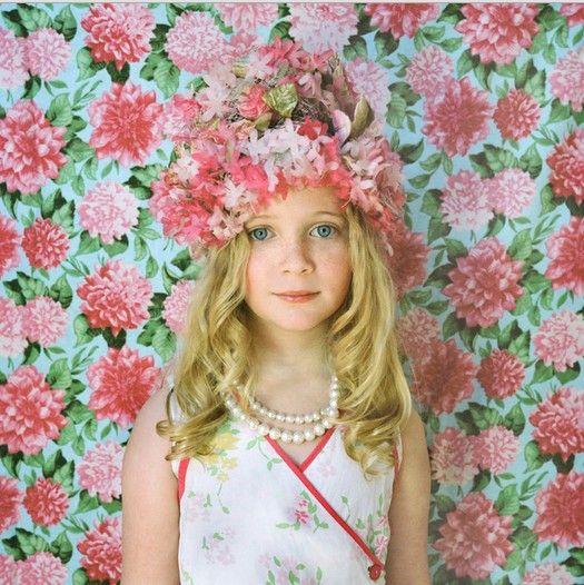 凤凰时尚  导语:天真烂漫的小女孩就像花朵一般娇嫩美好,她们的笑容能