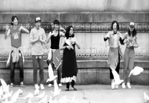 小黄人 主题曲南京版火爆网络 竟是老外拍摄制作