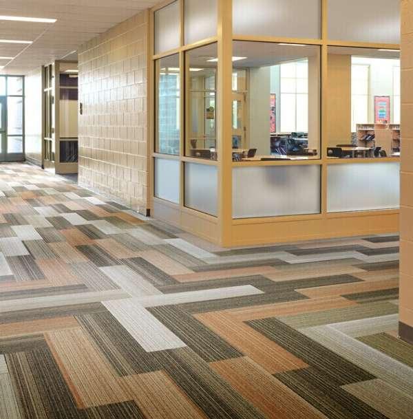 灵感系列石塑地板则以素雅的黑白灰等中性色为主调.