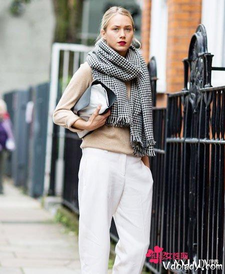 围巾穿搭教程 欧美时尚街拍达人亲身示范