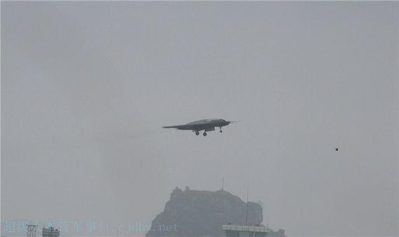 """据悉,这款国产""""利剑""""无人作战攻击机由中航工业沈阳飞机"""