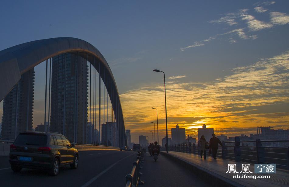 桥梁,其结构为下承式单承截面系杆拱桥桥梁,全长293.08米,其中