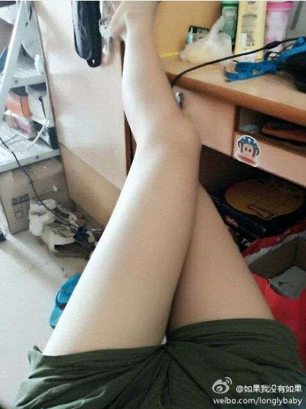 网络晒长腿大赛走红 美女露美腿网友戏称ps大军