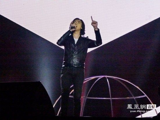 侯磊跨年演唱会献唱致敬韩红  欲加入我是歌手踢馆赛