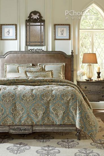装饰tips:美式古典家具注重精心涂饰和雕刻,表现出独特的美式风格