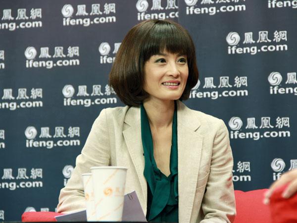 凰卫视资讯台《新闻今日谈》栏目主持人梁茵-车迹 入世十年十人谈