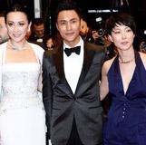 陈坤亮相《过界》首映红毯