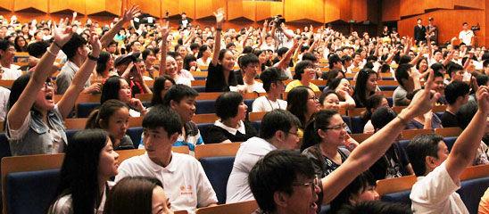 直击:凤凰娱乐《活着》分享会 千名观众争相提问达