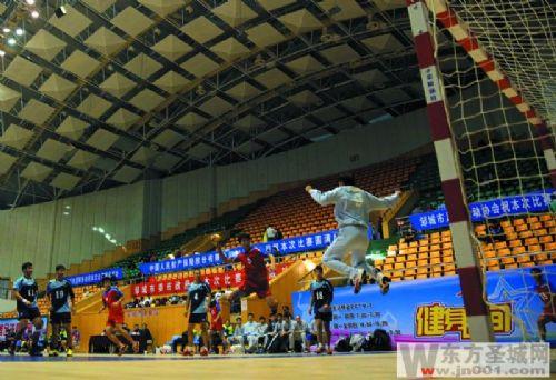 2014年深圳杯基地男子高度锦标赛攀岩邹城仙桐开赛手球全国图片