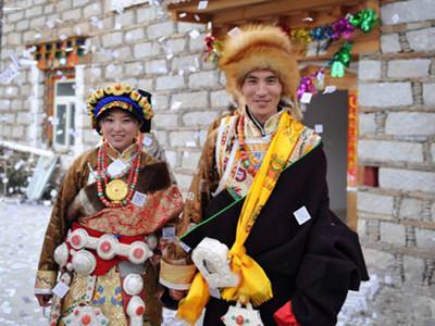 青海藏族婚礼-青海非遗民俗 藏族婚宴十八说图片