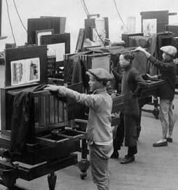 民国初期照相制版部工人工作情形