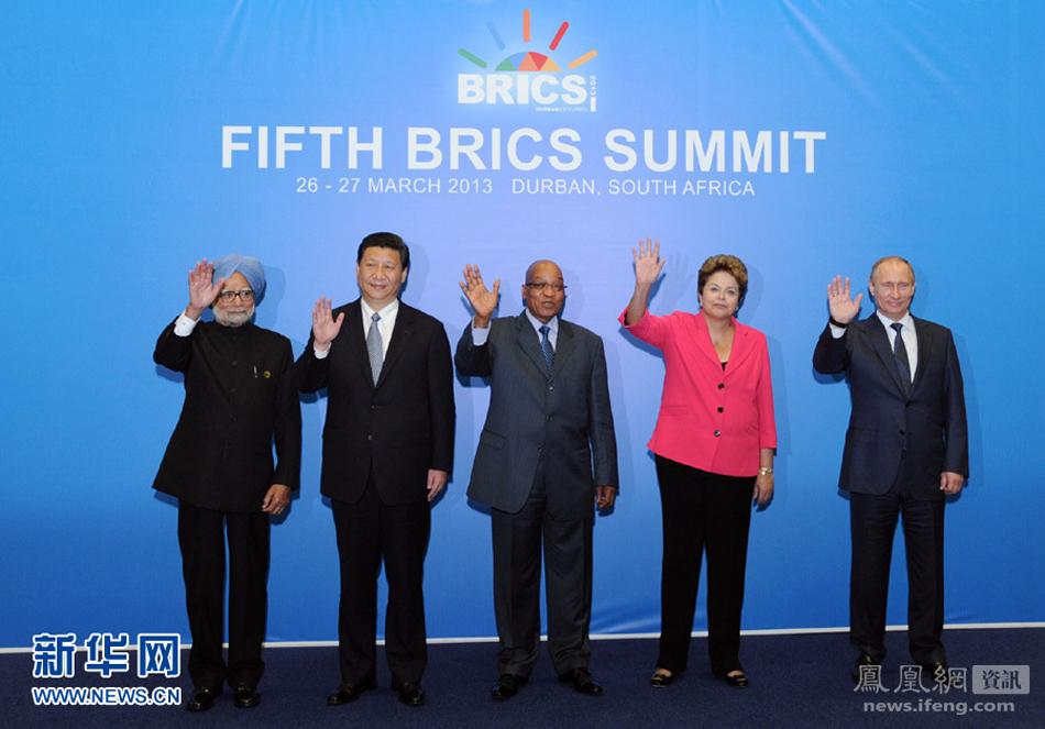 金砖国家领导人拍合影图片
