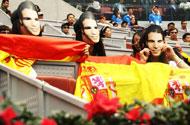 中网-女球迷支持纳豆有高招 戴面具拉国旗穿皇马球衣