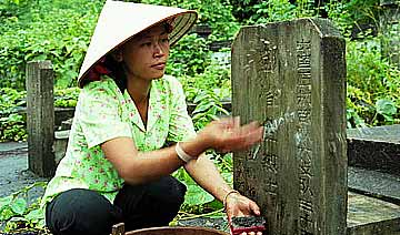 越南境内的中国烈士陵园:越南军方每年清明去扫墓