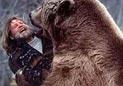 男子荒野遭遇棕熊