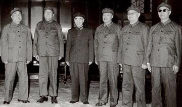 毛泽东与老帅们最后合影:毛建国后首穿军装 元帅仅5位