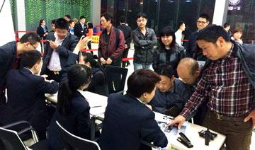 凤凰汽车现场直击杭州限购前夜 土豪囤800个车牌