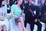 李湘穿短裙性感露美腿