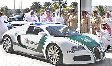 没谁了!迪拜街头布加迪威航警车实拍
