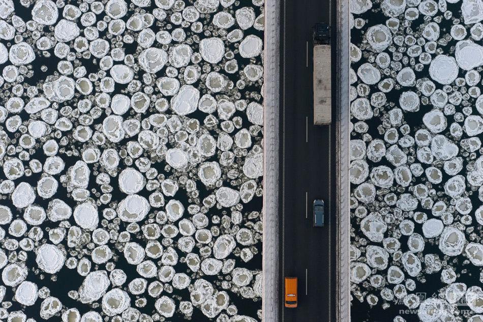 【转】航拍:大自然遭遇人类社会 - 龙潭客 - 依山小筑
