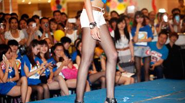 广西柳州举行少女美腿大赛