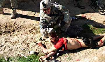 美国管理伊拉克期间 被某杂志爆出屠杀平民和虐尸照片