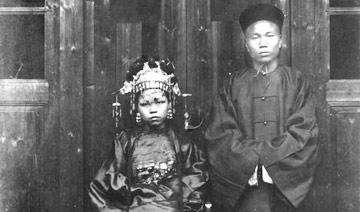 百年前的结婚照:新娘面带淡淡忧伤
