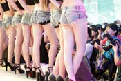 CJ极品Showgirl引摄影师围拍