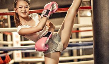 拳击美女主持人