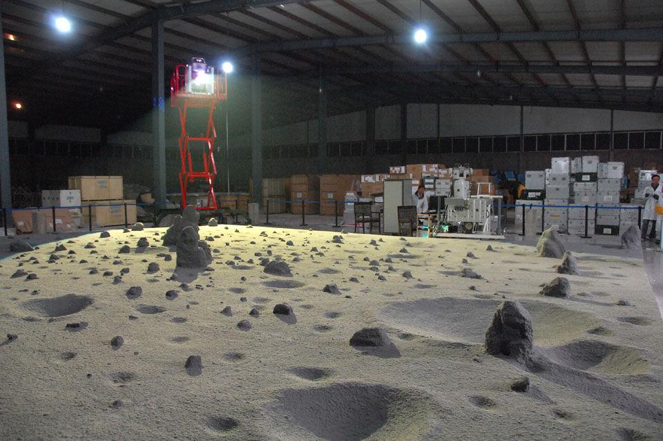 嫦娥三号巡视器GNC分系统视觉转向物理仿真试验3 航天城 (中国航天科技集团 潘越荣 摄影)