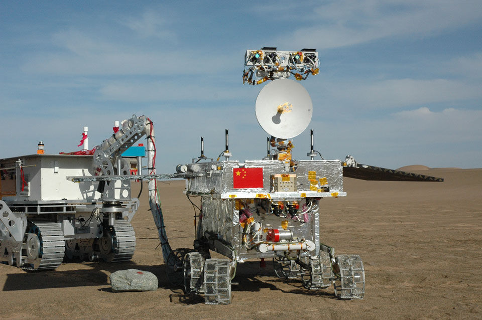 嫦娥三号巡视器外场专项试验 甘肃 (中国航天科技集团 余朦 摄影)