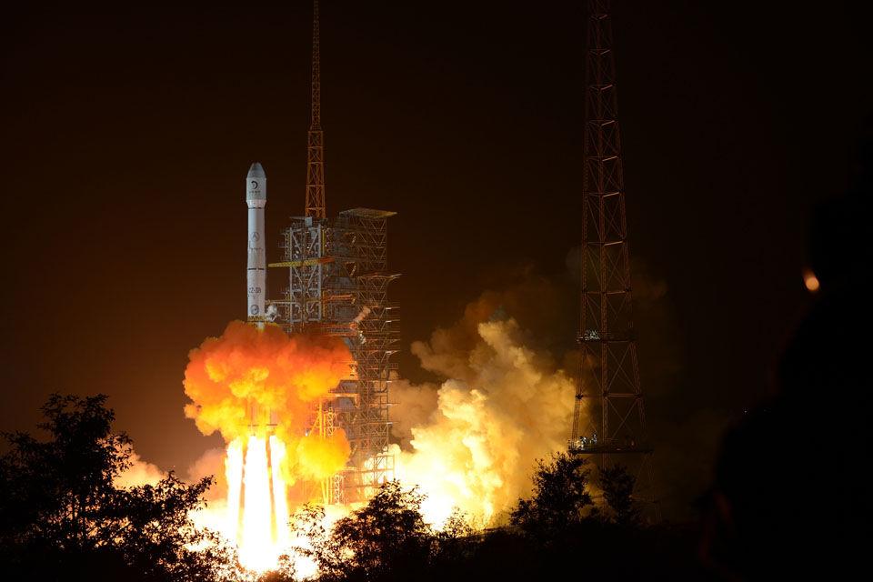 嫦娥三号任务发射瞬间 (中国航天科技集团 王双军 摄影)
