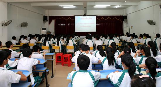 海南二中院法制宣传活动走进儋州市第四中学图片