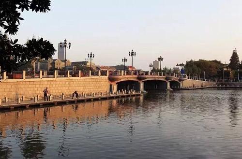 南通公园桥全称南通人民公园桥,与人民公园遥遥相望,周边风景怡人.