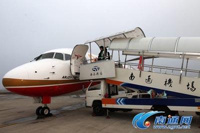 飞机降落在南通兴东机场