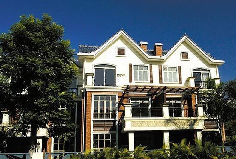 别墅现楼发售,配送室内私人豪华电梯,带花园和车位,花园约200平米左