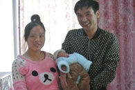 孕妇出租车内产子 的哥连闯红灯保母子平安