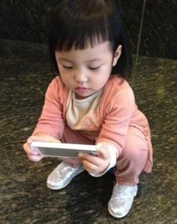 赵薇儿童换新发型齐刘海萌翻网友(图)步骤辫教程图解儿童编发女儿图片