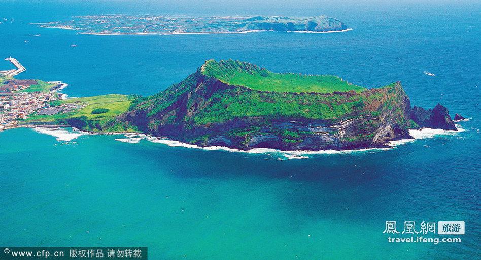 """海洋性气候的济州岛素有""""韩国夏威夷""""之称."""