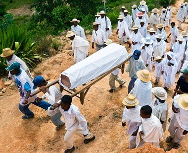 coffin ZhaShi: SangZe came out from the coffin at the funeral.